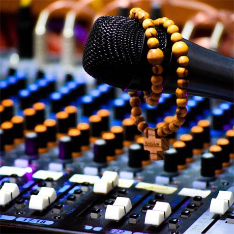 Père Jean de Robert a 2 podcasts de disponible à l'écoute